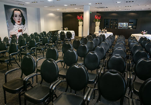 Vergaderen, vergadering, vergaderlocatie, meeting, vergader, feestlocatie, feestje, familie, jarig, verjaardag, feest, feestzaal, locatie, zaal, huren, huur, trouwerij trouwdag trouwen, trouwlocatie, locaties, Drenthe, Groningen, Friesland, boeken, plekje, plekjes, uniek, unieke, natuur, stad, ruimte, condoleance, zalen, zaaltje, restaurant, cafe, catering, cateraars, cateraar, vergadertafel,